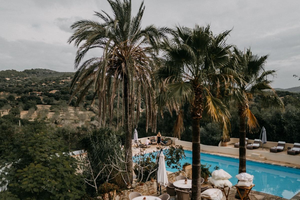 Hochzeitslocation mit Palmen und Pool auf Mallorca