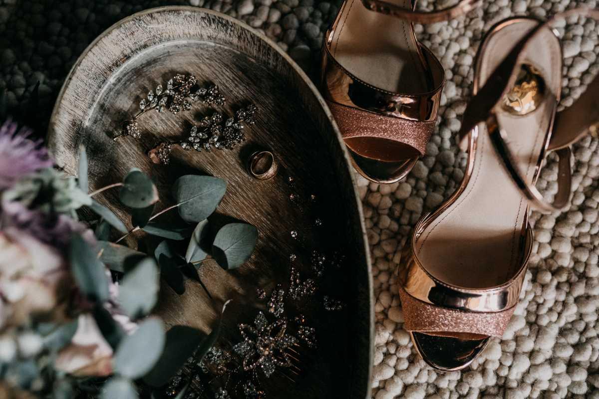 Brautaccessoires Schuhe Schmuck und Ehering