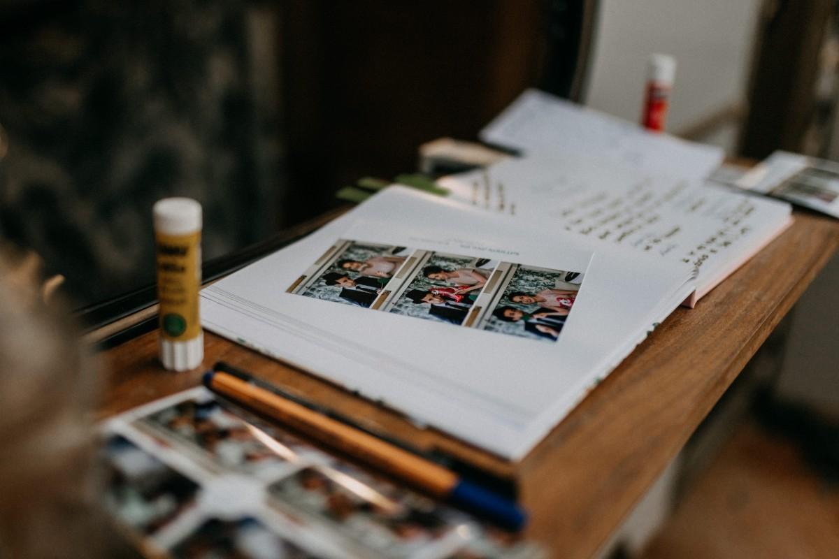 Gaestebuch mit Photobooth-Bildern bei einer Hochzeit auf Mallorca