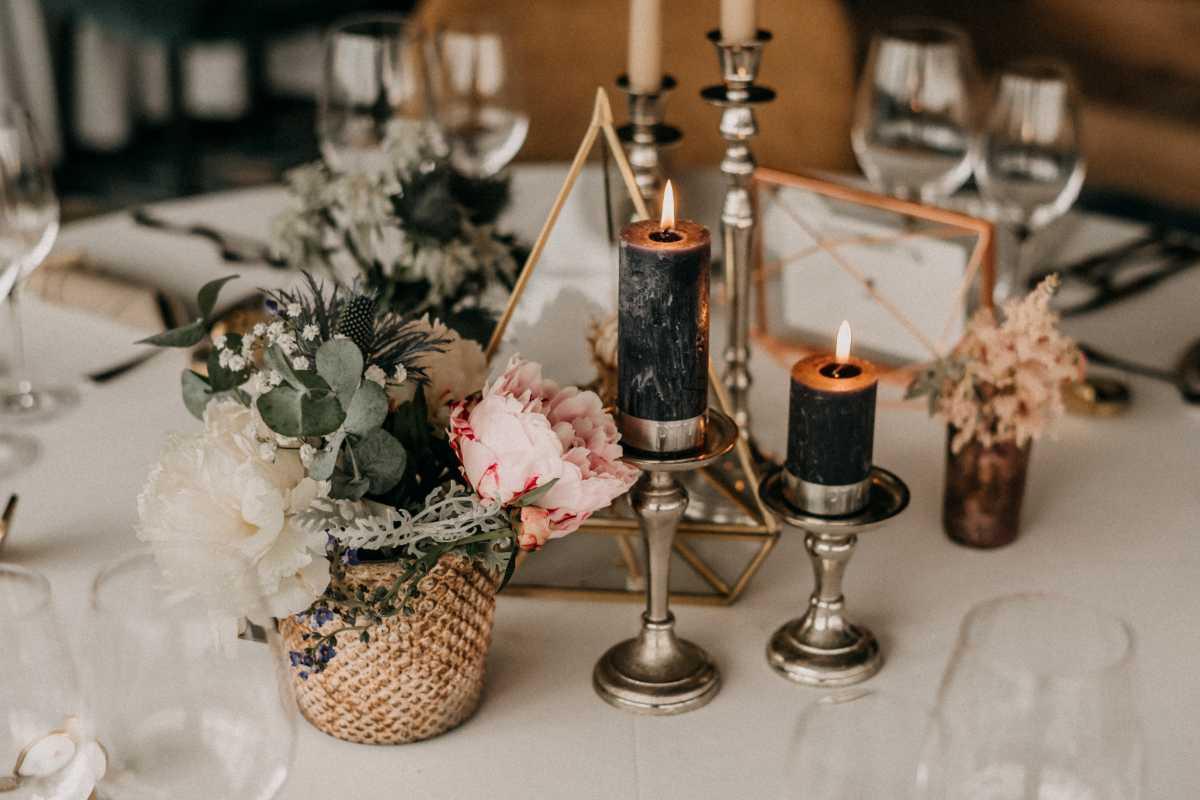 Tischdekoration in gruen-rosa-gold Hochzeit am Achensee in Oesterreich
