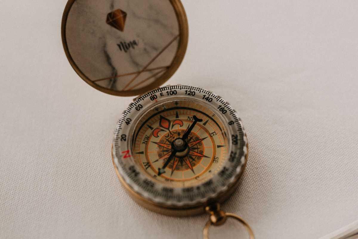Kompass als Gastgeschenk zum Hochzeitsmotto Reise