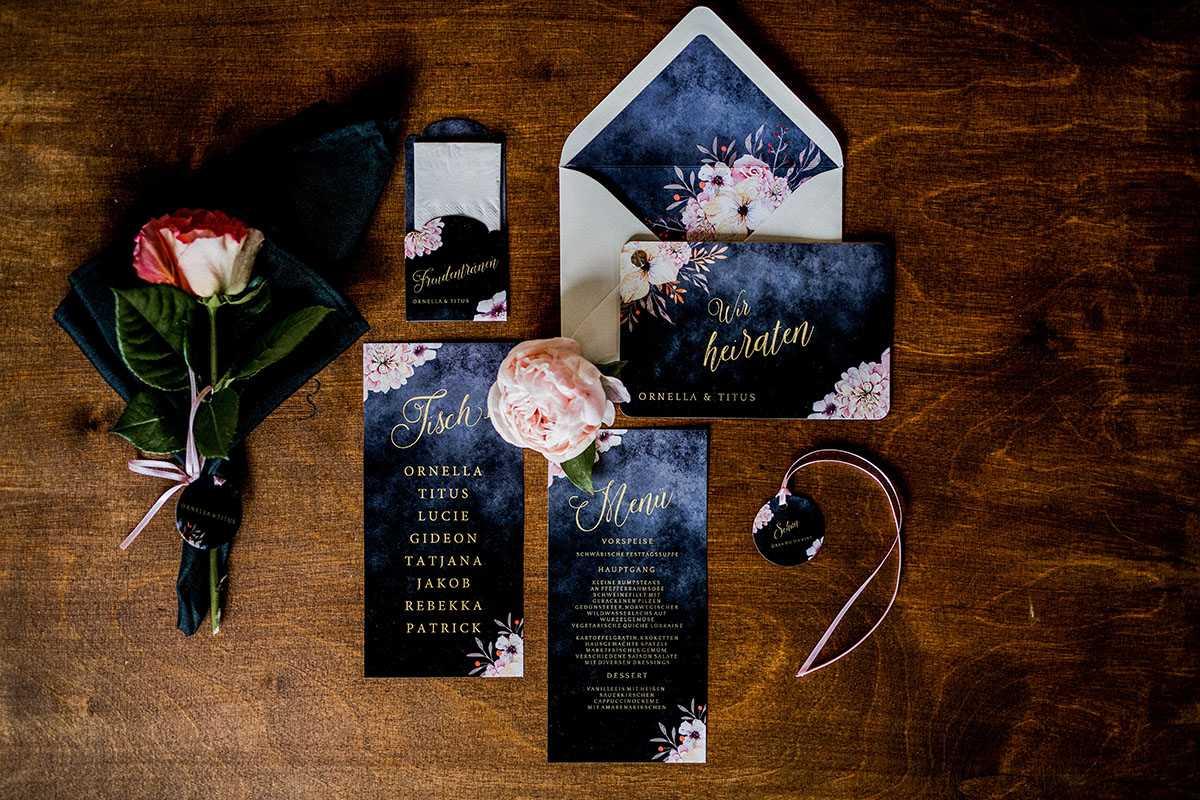 Hochzeitspapeterie mit Blumenmuster