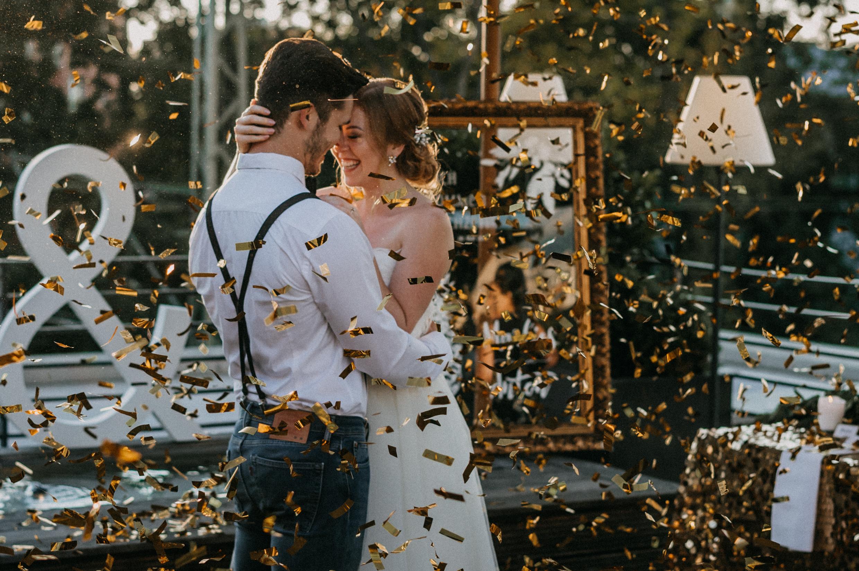 Konfetti auf Hochzeiten