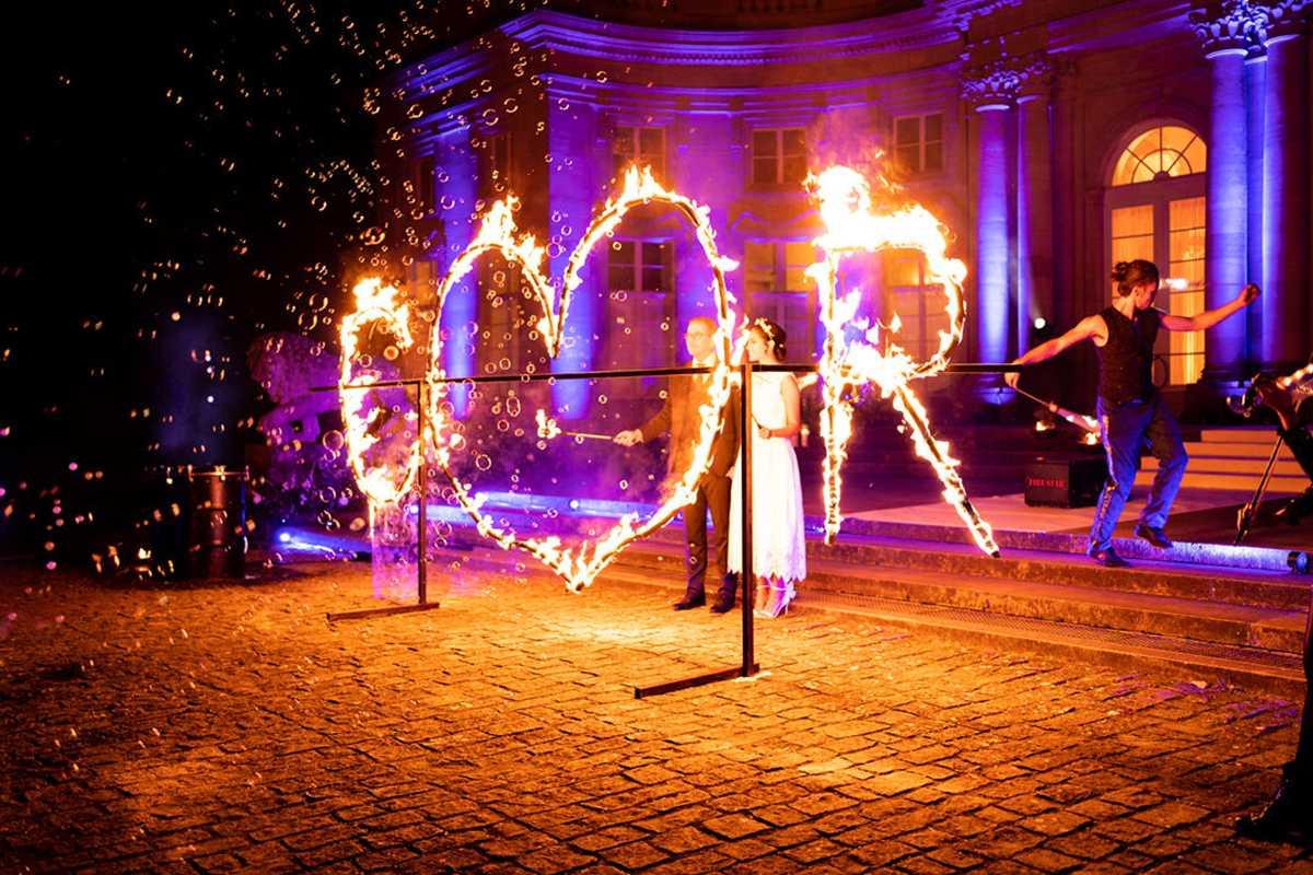 Feuerpaar mit brennendem Feuerherz