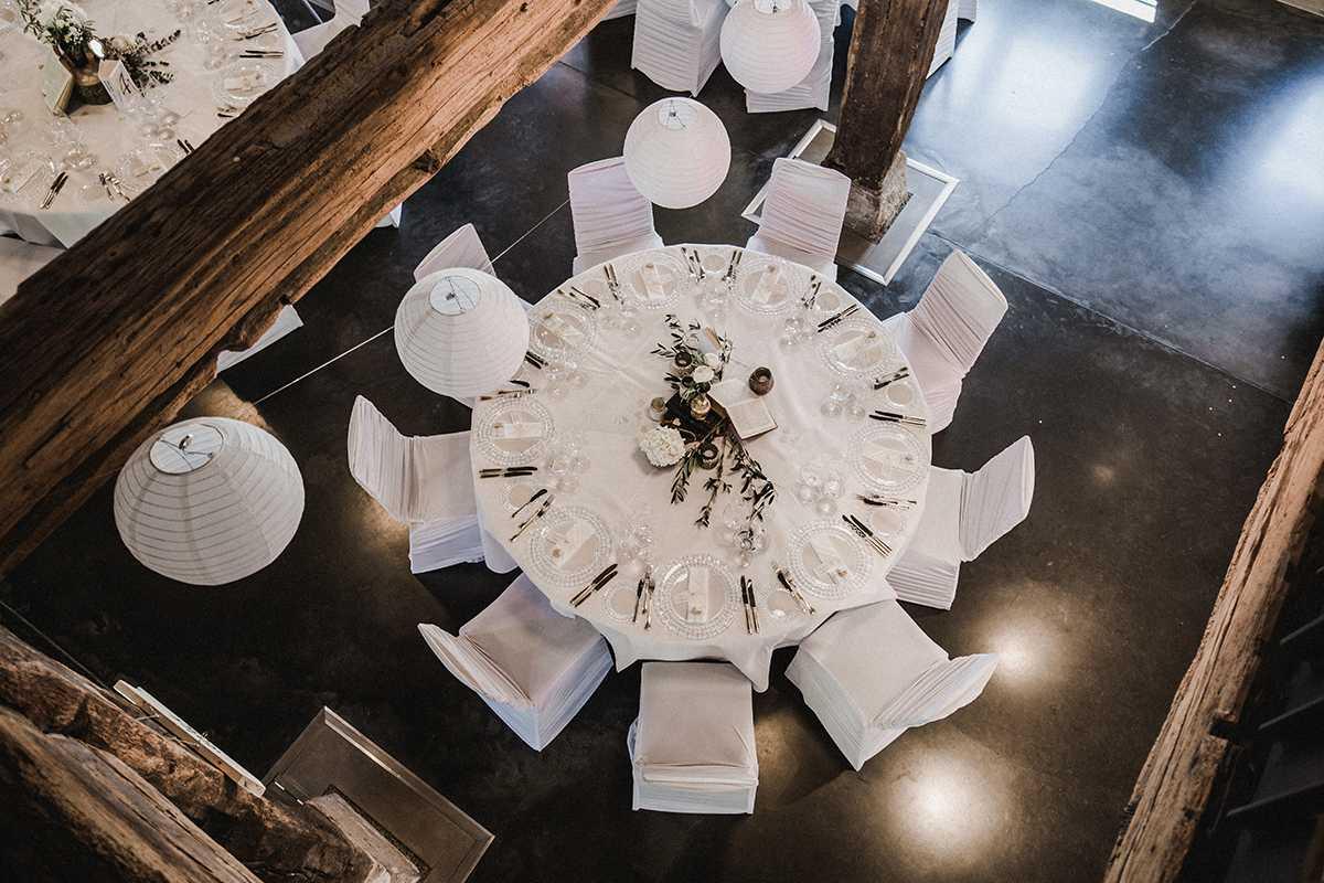 Tischdekoration im Vintage-Stil auf dem Weingut Steinbachhof