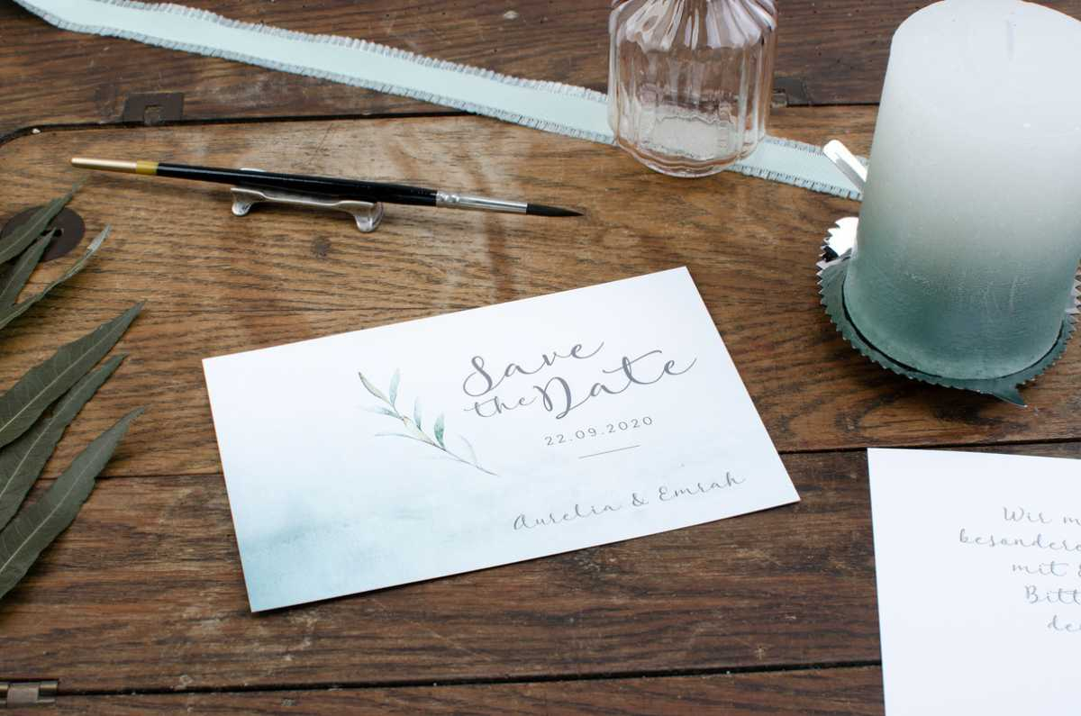 Hochzeitspapeterie Save the Date Karte in gruen-weiß Watercolor-Optik