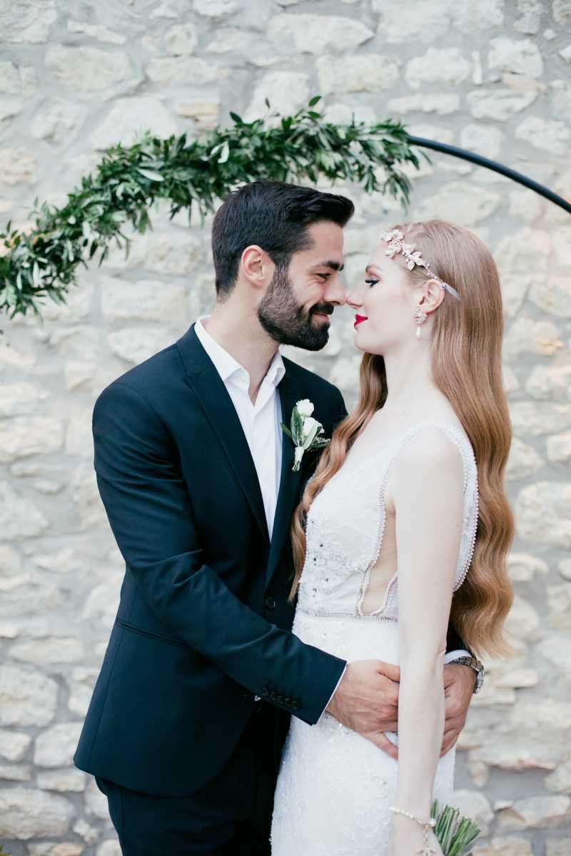 Brautpaar Traubogen mediterrane Hochzeit