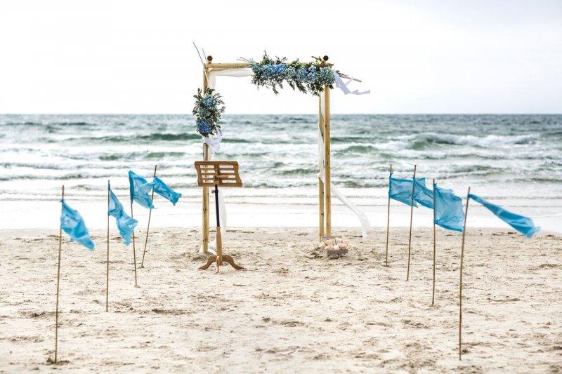 freie Traung am Strand